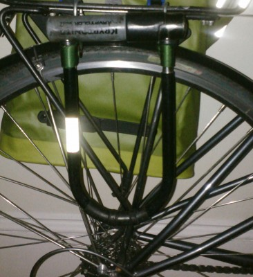 u lock attached to rear rack